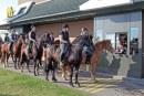 """Da McDonald's apre ai cavalli con il primo vero McDrive per cavalieri: il """"ride-in"""""""
