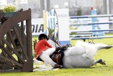 Charlotte Casiraghi cade da cavallo al Global Champions Tour